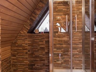 Prysznic na poddaszu w górach groń białka tatrzańska